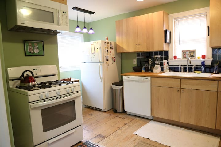 Spacious, gracious 3BR/2BA home near everything - Oberlin