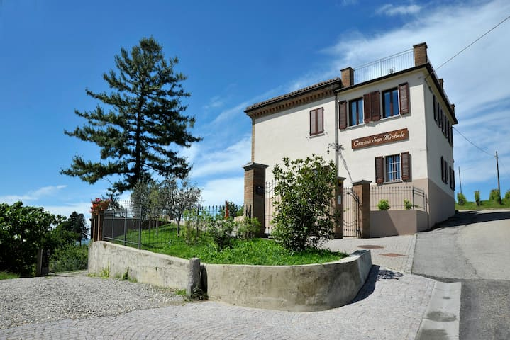 Monviso - Suite - Costigliole D'asti - Bed & Breakfast
