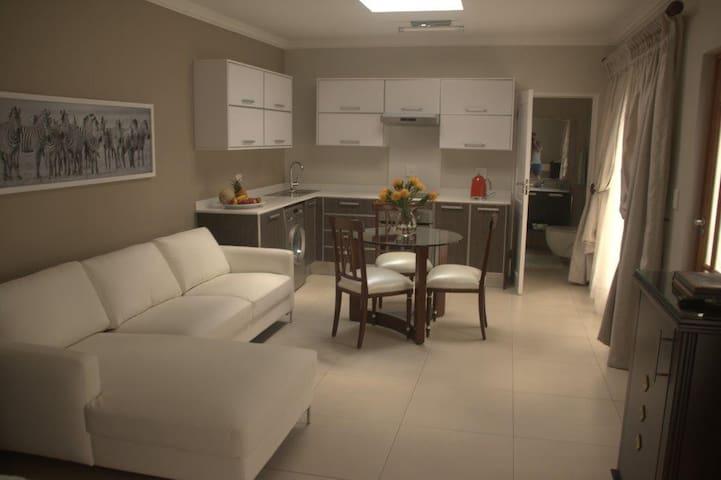Luxurious Garden Cottage - Johannesburg