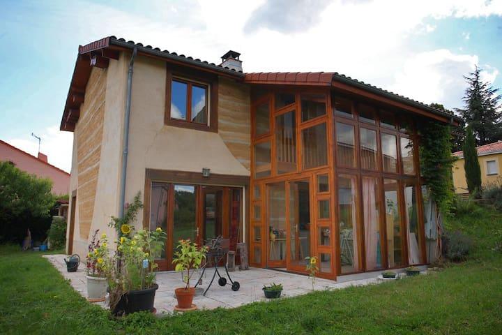 Chambre orange proche de Clermont-Ferrand - Romagnat - 獨棟