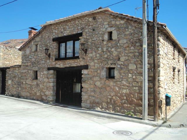Casa de pueblo a 15 min. de Segovia - Brieva - Hus