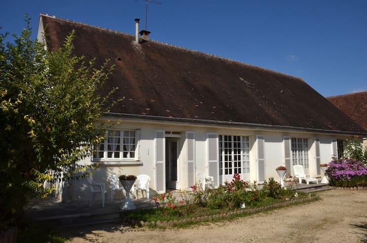 Maison familiale La Maladrerie - Chablis - Huis