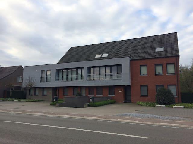 Spacey modern Appartment for business Or travel - Houthalen-Helchteren - Leilighet