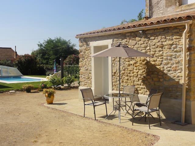 petit studio avec piscine - Alignan-du-Vent - Huis