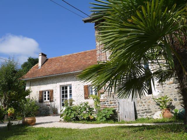 """chambre d'hôtes """"la petite maison"""" - Monein - Bed & Breakfast"""