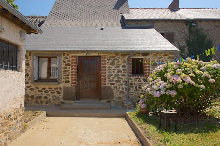 Breton House near Hédé, - Saint-Symphorien - Huis