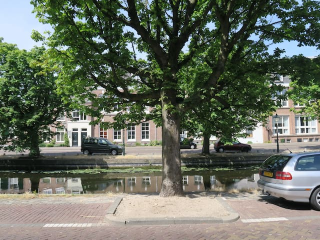 Exquisite apartment on a canal (gracht) - The Hague - Apartment