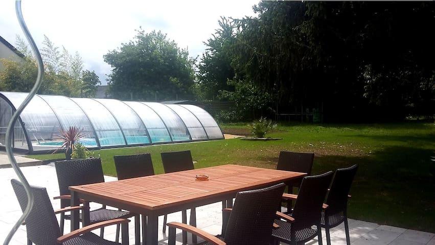 Grande chambre, maison avec piscine et jardin - Le Coudray-Macouard - Hus