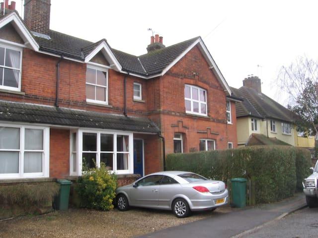 Quiet terraced house with garden - Merstham - Casa