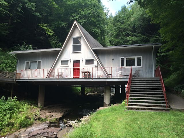 The Roxbury Waterfall House - Roxbury