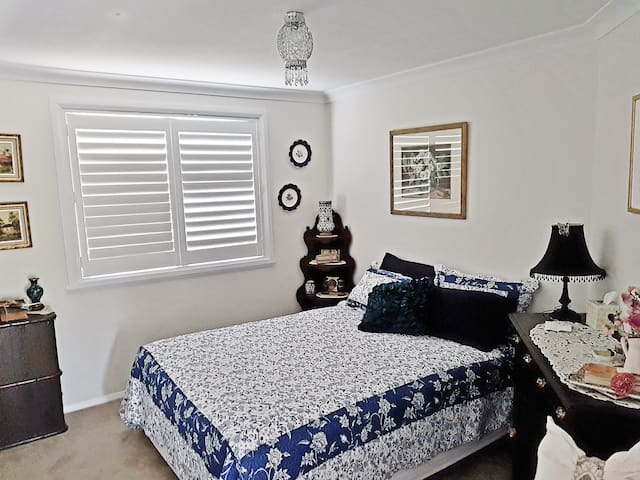 Convenient, Modern, Queen Room Accommodation - 巴瑟斯特(Bathurst)