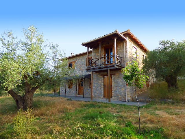 Luxurious Mansion in olive grove & view to Mystras - Magoula - Rekkehus