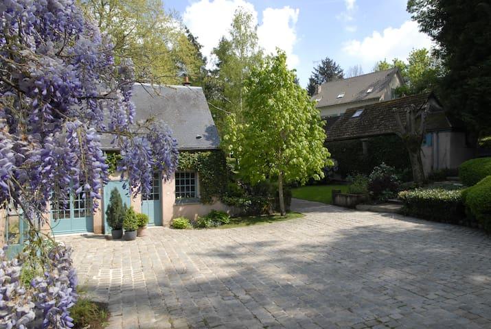 Maison de charme 5 km de chartres - Gasville-Oisème - Bed & Breakfast