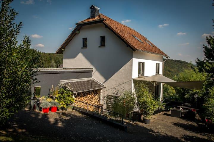 Lovely House at the Romantic Rhine - Leubsdorf - Hus