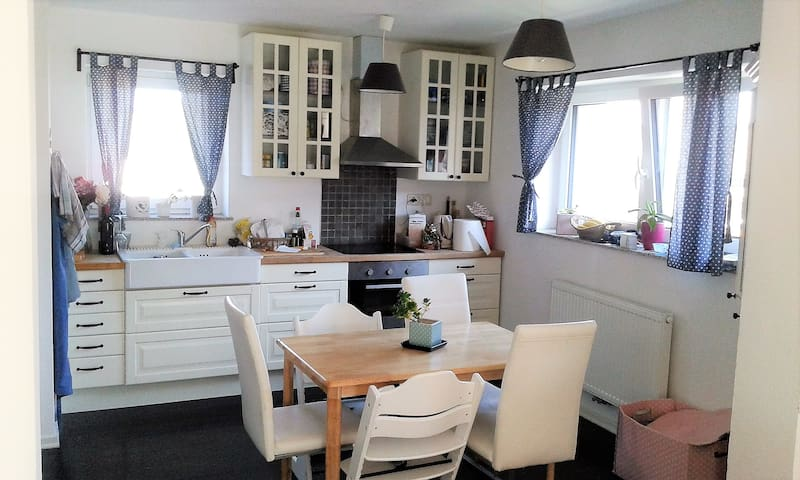 Cosy & light flat for families, couples & friends - Žabnica - Appartement
