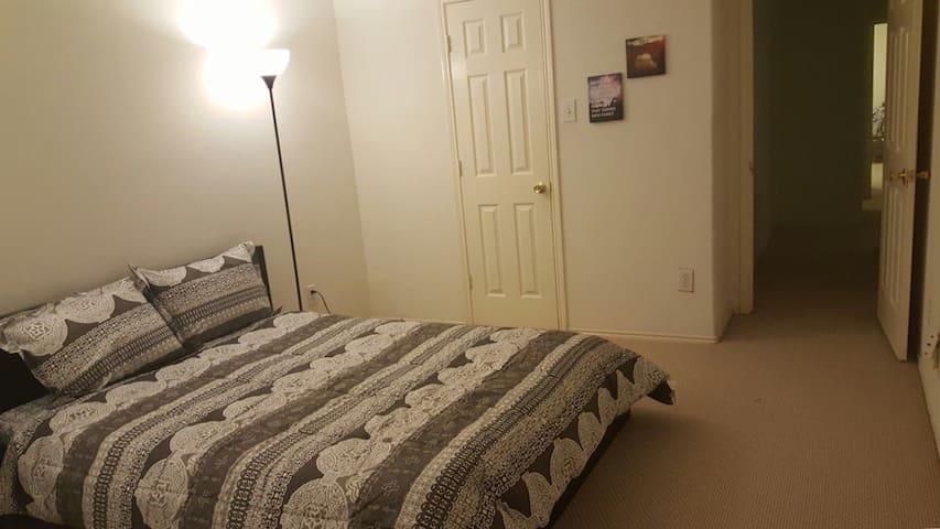 Large Cozy Bedroom  w/ Bath - Katy