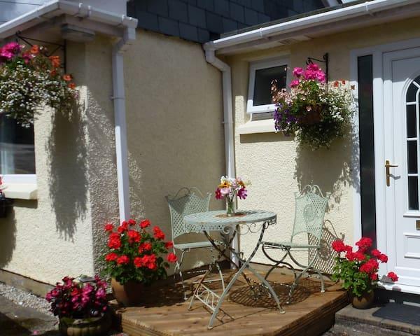 Holiday cottage in quiet area,parking, garden,wifi - Lostwithiel