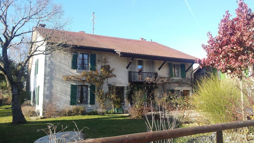 Chambre au calme dans ferme rénovée - Cossonay - Casa