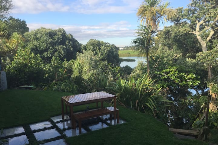 Private, Modern Sleep Out Studio with Sea Views - Auckland - Departamento