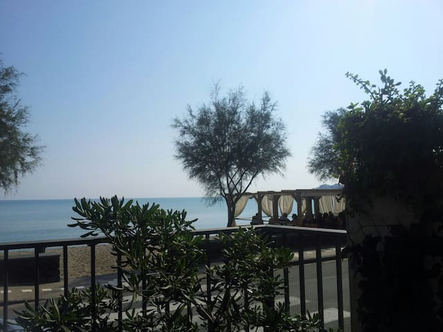 THE HOUSE BY THE SEA - Agnone - House