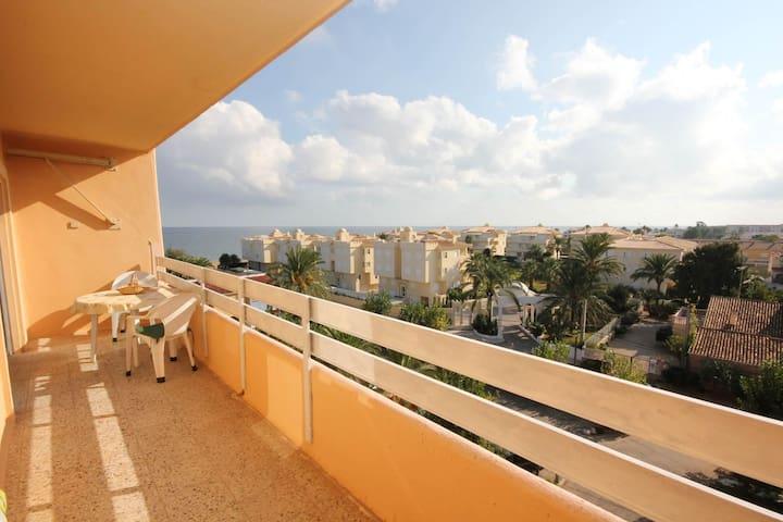 Breezy Beachfront Apartment - Denia - Apartmen