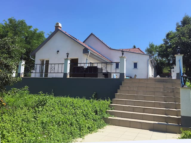Luxe vakantiehuis met zwembad nabij spa en Balaton - Igal - Maison