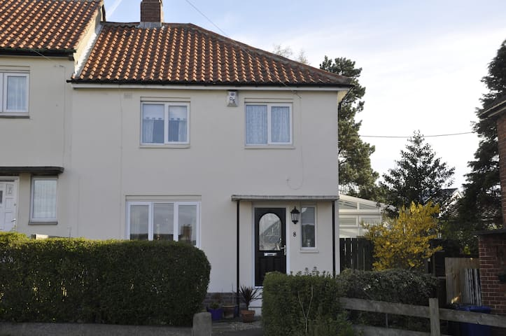 Double room in suburban family home - Newcastle upon Tyne - Huis