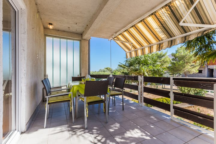 LARA 1-bedroom spacious apartment near the beach - Biograd na Moru - Daire