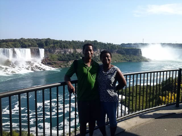 River Edge Inn - Rm 3 - Two Room Suite: Queen bed - Niagara Falls - Bed & Breakfast