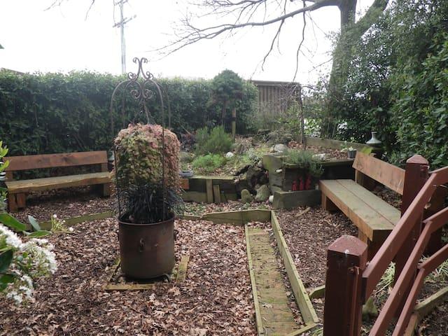 Rustic garden country retreat - Kirwee