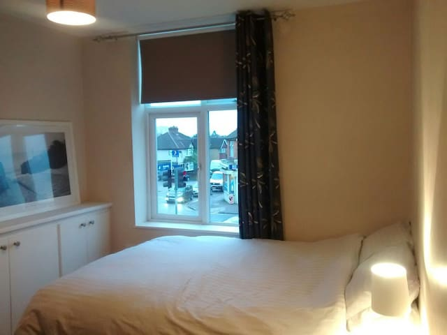 Double Room with Sunny Terrace - Watford - Appartement