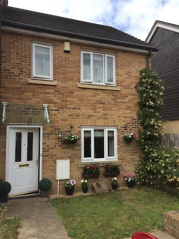 Nice clean double room to rent - Newton Abbot