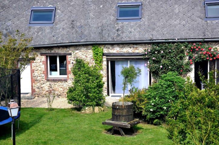 """studio mitoyen """"Chapitre 1"""" - Champseru - Huis"""