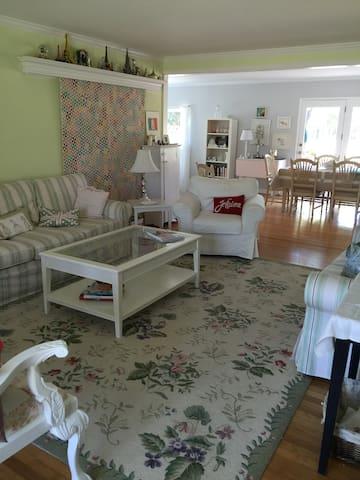 Charming Home in Pleasant Hill - Pleasant Hill - Casa