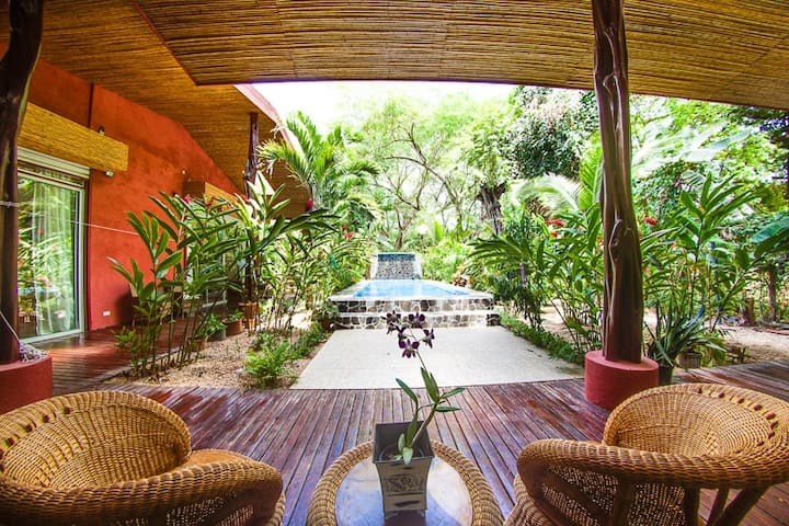 Tropical Paradise close to beach - Potrero - Casa