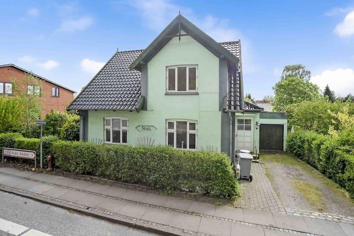 Charming cosy house  1 h CPH opposite  the forest - Dianalund - Hus