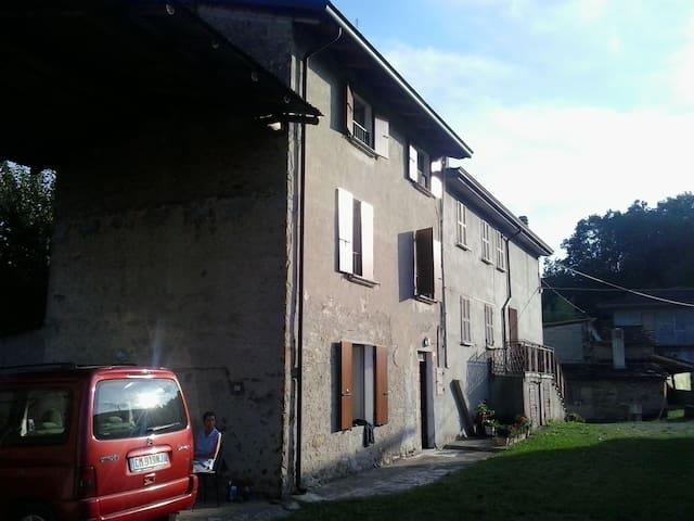 Casa di campagna nella natura - Travo - Huis