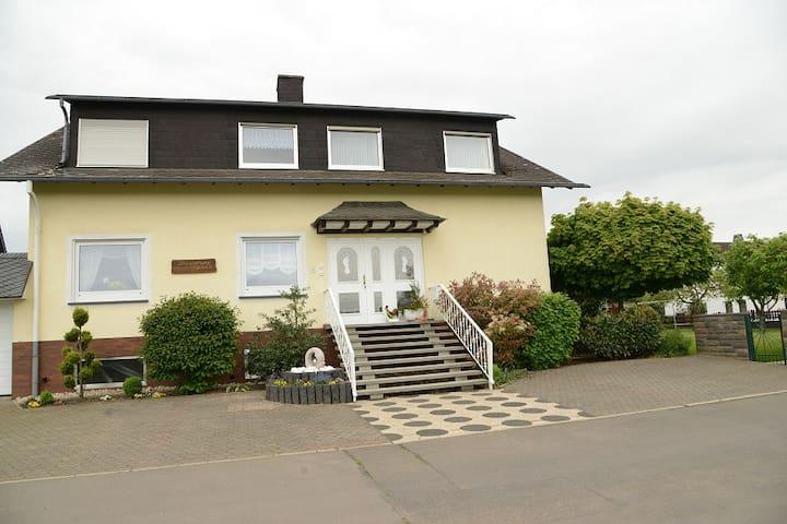 """Ferienwohnung Haus """"Kotthoff"""" - Valwigerberg - Departamento"""