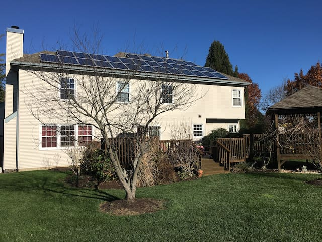 Furnished Private Room - West Windsor Township - Bed & Breakfast