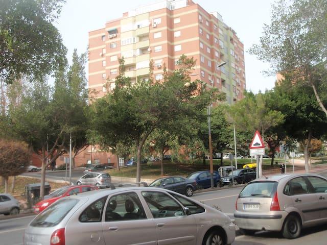 Piso con excelentes vistas - Almería - Departamento