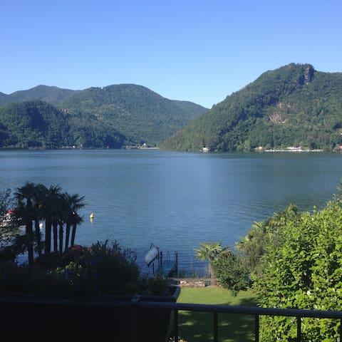 Villa direkt am See , Villa a lago - Collina d'Oro - 別荘