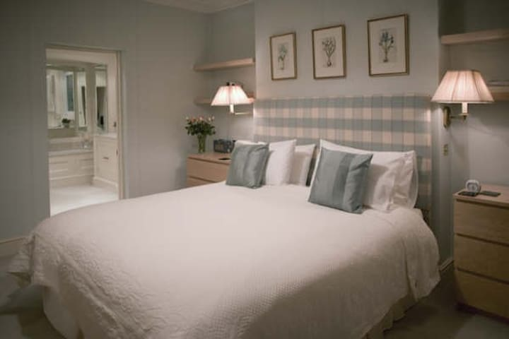 Luxury  Newmarket Road king en-suite with parking - Norwich