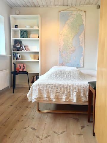 Room w. private entrance & bathroom - Esbjerg