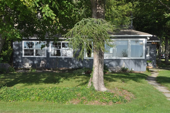 Bruce Peninsula Waterfront Cottage - Lion's Head - Huis