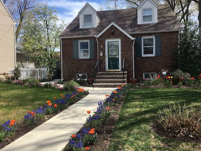 NYC 8mi (Xpress bus) 4 Bedrooms Full kitchen - Rutherford - Huis
