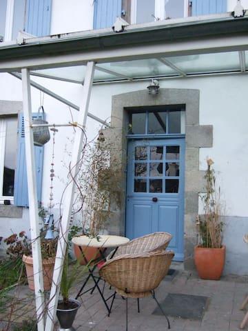 Maison et jardin vue sur le viaduc. - Morlaix - Hus