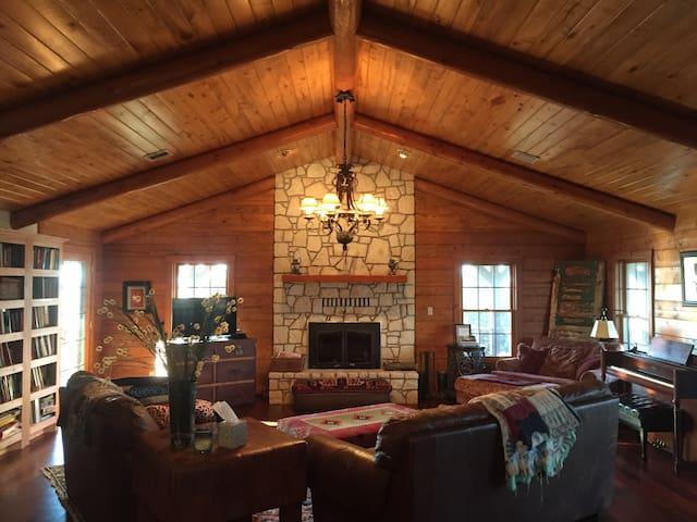 6Bd/3Bth Log House+ on 60 acre Farm - Sulphur - Дом