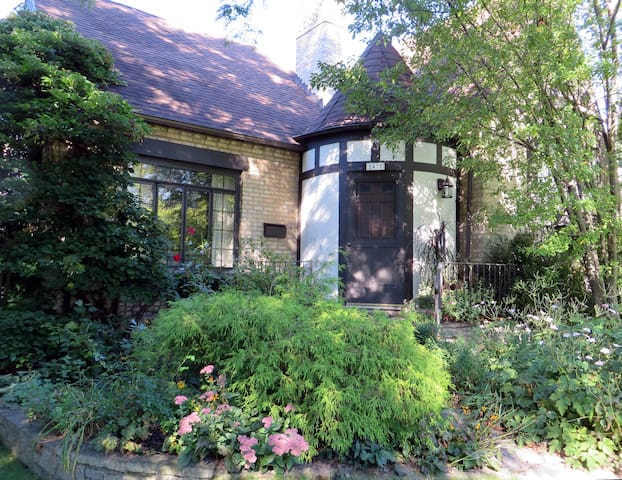 Two rooms for up to 5, lovely home - Evanston - Rumah