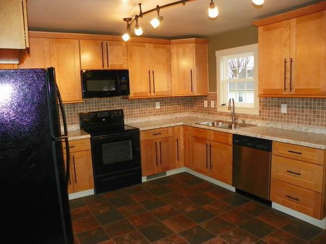 Youngwood/Greensburg MOVE IN Ready - Youngwood - Dom
