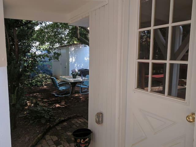 Bed, Bath & Backyard - Phoenixville Guest Suite - Phoenixville
